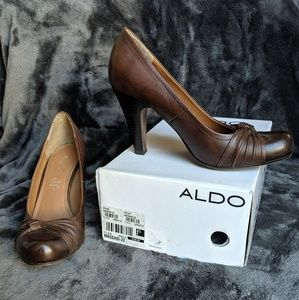 STEAL! Aldo classic brown leather career pumps 10